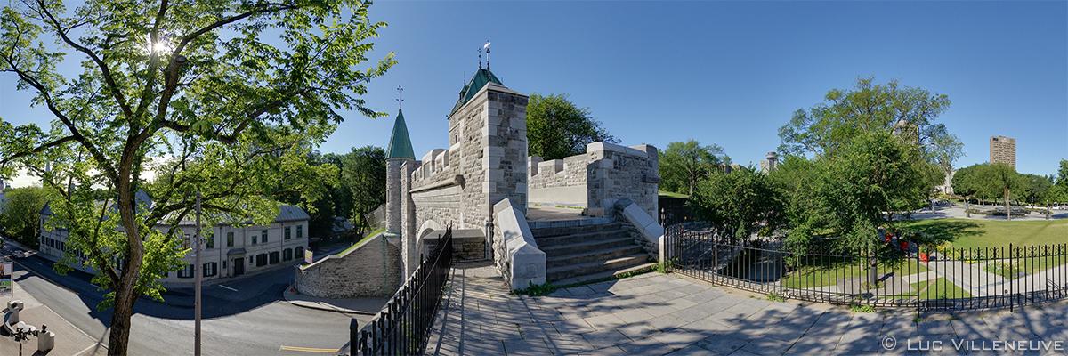Quebec-rampart-Porte-saint-Louis-door-02