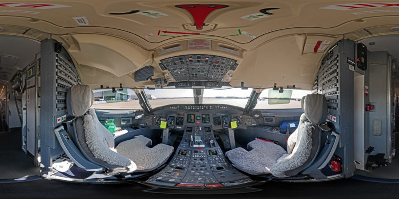 Cockpit Bombardier CRJ-700 in 360°